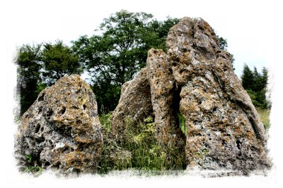 Rollright Stones, Oxfordshire - the Whispering Knights tomb ©vcsinden2012