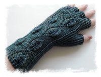 Handknit fingerless gloves © Laura Peveler at Ravelry