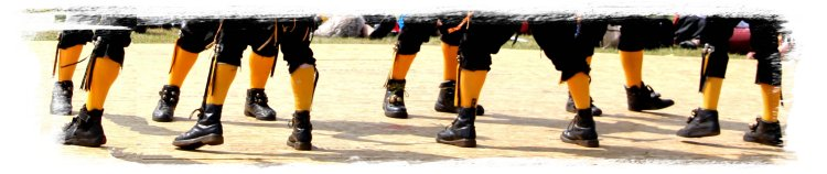 Ely Folk Festival 2015  amber stockings of the Witchmen ©vcsinden2015