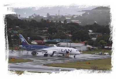 Rapa Nui - LAN airline arrives in the rain ©vcsinden2018