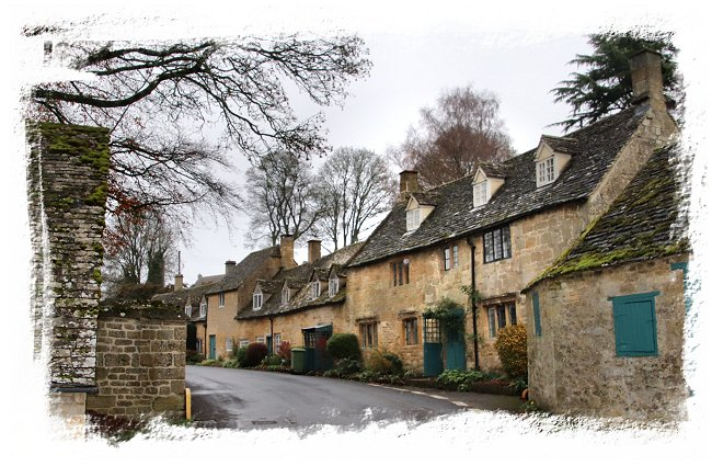 National Trust cottages in Snowshill, Cotswolds England ©vcsinden2018
