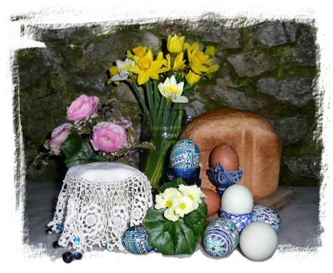 Easter tea at Muddypond Greens, with Romanian patterned eggs ©vcsinden2014